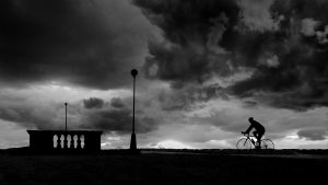 3840x2160 Wallpaper bicyclist, silhouette, bw, clouds, night
