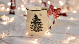 3840x2160 Wallpaper cup, garland, new year, bow