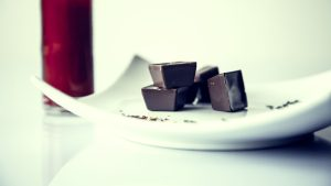 3840x2160 Wallpaper candy, chocolate, plate