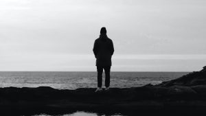 3840x2160 Wallpaper man, silhouette, alone, water, black and white, bw