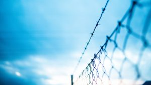 3840x2160 Wallpaper mesh, barbed wire, fence, fencing, barbed