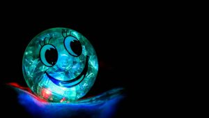3840x2160 Wallpaper smile, happiness, ball, backlight