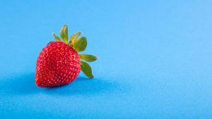 3840x2160 Wallpaper strawberry, berry, blue background